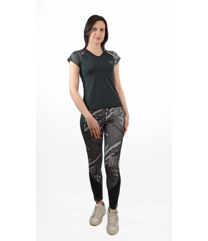 Еластичен спортен комплект : тениска  с клин