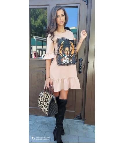 Кокетна дамска рокля с апликация момиче